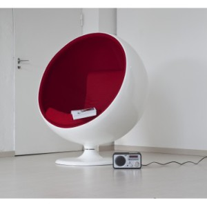 POLTRONA GIREVOLE STILE BALL CHAIR DI EERO AARNIO